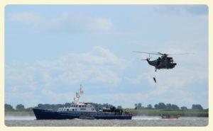 Zu unserer Beruhigung übt die Küstenwache in unserer Nähe!
